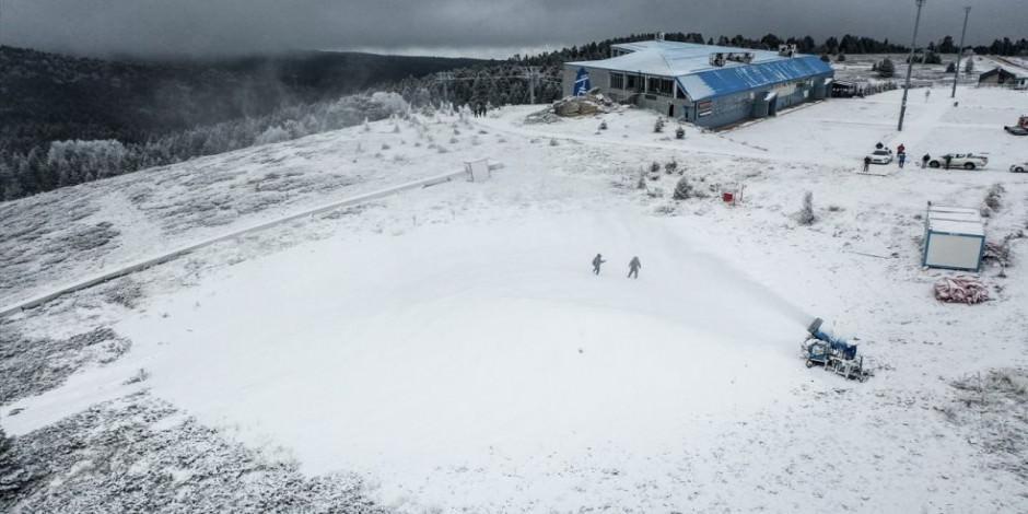 Beyaz örtüye hasret Uludağ'a suni kar yağdırılıyor