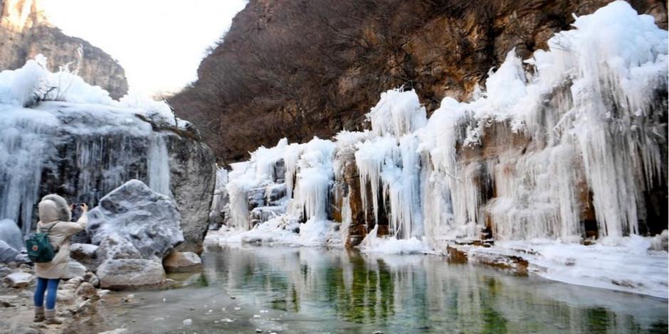 Çin'de donmuş şelalenin muhteşem görüntüleri
