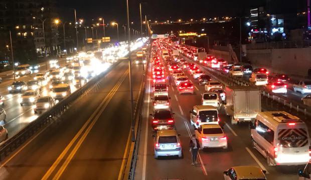İstanbul'da trafik yoğunluğu; yüzde 71 seviyesine çıktı