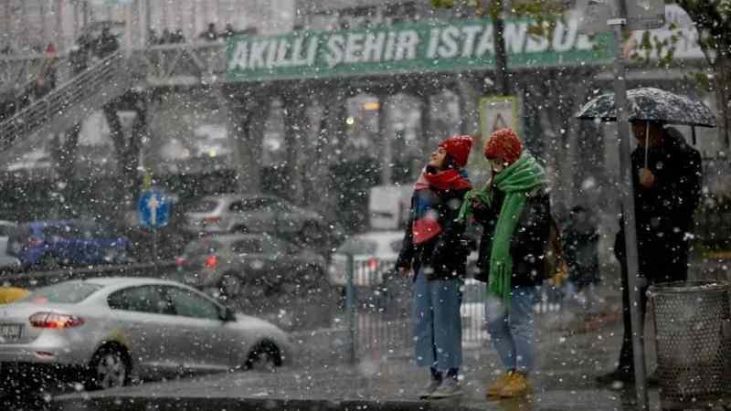 Son dakika: Meteoroloji peş peşe uyardı! 'İstanbul'a kar ne zaman geliyor?' sorusu cevap buldu