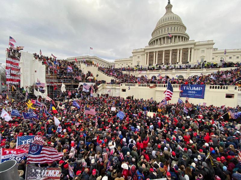 Trump destekçileri Kongre binasının önünde