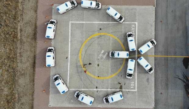 Ambulanslar ile Türk Bayrağı koreografisi