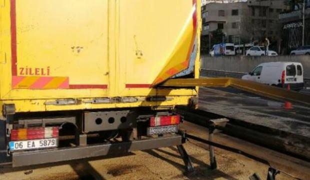 Basın Ekspres yolunda feci kaza: Bariyerlere saplanıp 30 metre sürüklendi