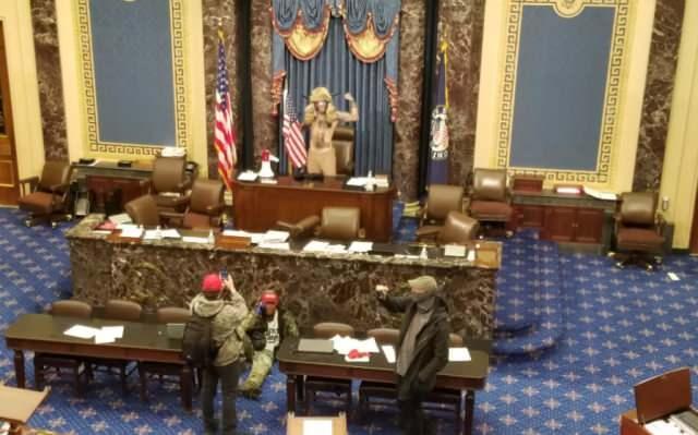 Trump destekçileri Senato'da Genel Salonuna da girdi