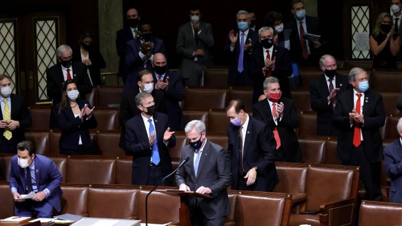 Senatörler oturumu tekrar başlattı