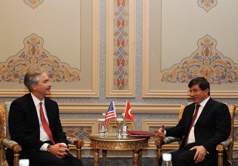 Burns, 2011 yılının Eylül ayında İstanbul'da Çırağan Sarayı'nda düzenlenen konferansa katılmış ve dönemin dışişleri bakanı Ahmet Davutoğlu ile görüşmüştü.