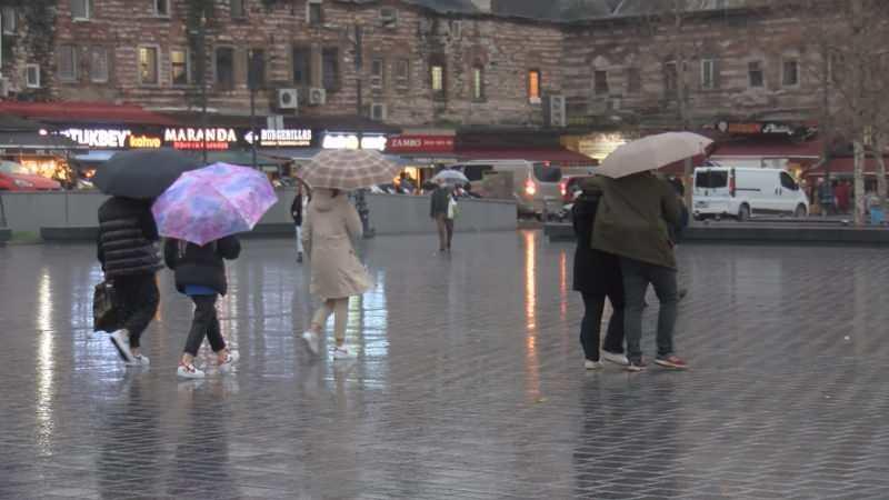 Meteoroloji Genel Müdürlüğü (MGM) tarafından İstanbul'da yağış için bugün sarı uyarı verildi. Beklenen sağanak şeklindeki yağış akşam saatlerinde başladı. Yağmurla birlikte İstanbul trafiği felç oldu. İstanbul Büyükşehir Belediyesi'nin trafik yoğunluk haritasına göre kentte saat 18.25'te yoğunluk yüzde 80'e ulaştı.