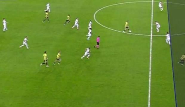 Dünya, Fenerbahçe maçındaki VAR çizgisini konuşuyor!