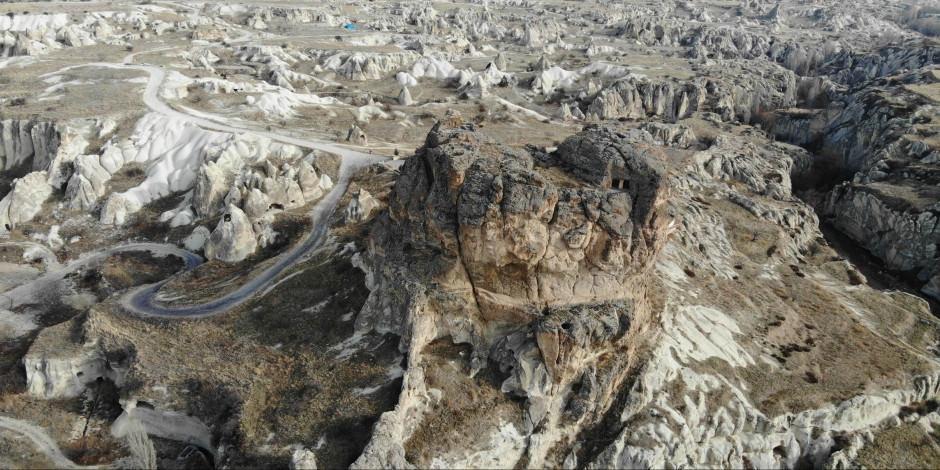Kapadokya'nın 60 metre yükseklikteki devasa mezarları