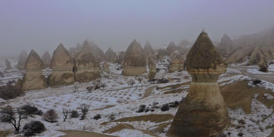 Kapadokya'nın kar manzaraları turistleri büyüledi