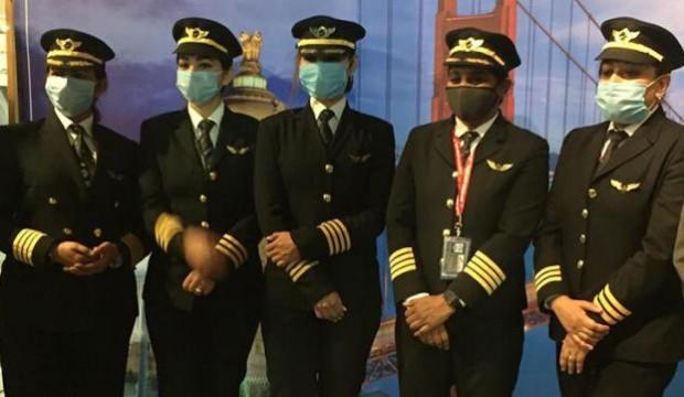 Hindistanlı kadın pilotlar 17 saatlik direkt uçuşla dünya rekoru kırdılar