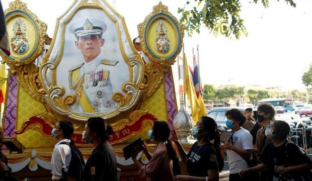 Tayland'da 'Kral'a ihanetten' yasasından ilk tutuklama!