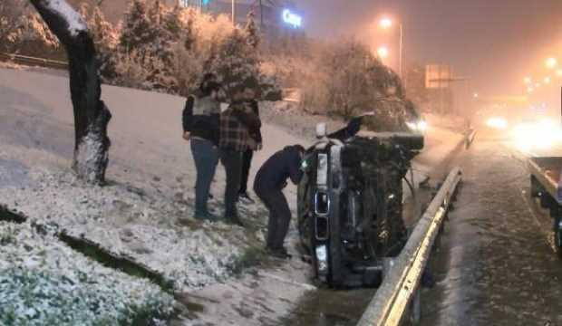 TEM'de kaza yapan aracın sürücüsünü bulmak için seferber oldular