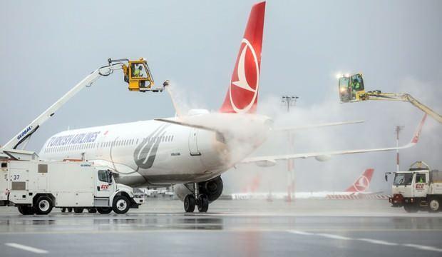 THY uçaklarına buzlanmaya karşı 'de-icing' önlemi