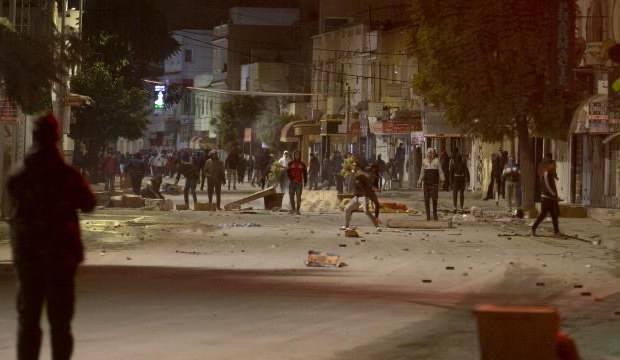 Tunus'ta 'sokağa çıkma' gerginliği: Çok sayıda gözaltı var
