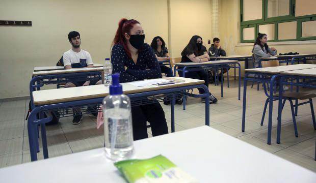 Yunanistan'da yüz yüze eğitime 'açık pencere ve battaniye' formülü