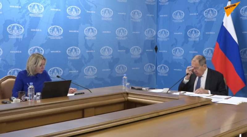 Toplantıda Lavrov'a Dışişleri Bakanlığı Sözcüsü Zaharova eşlik etti