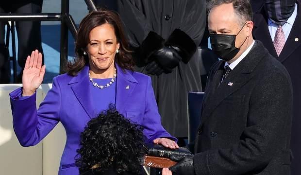 ABD'nin ilk kadın başkan yardımcısı Kamala Harris yemin ederek görevine başladı
