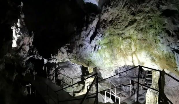 Bursa Oylat Mağarası'daki sıcaklık, kış aylarında da 18 derece ölçülüyor