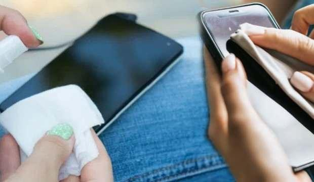 Cep telefonlarındaki büyük tehlike! Klozetlerden daha fazla bakteri bulunuyor