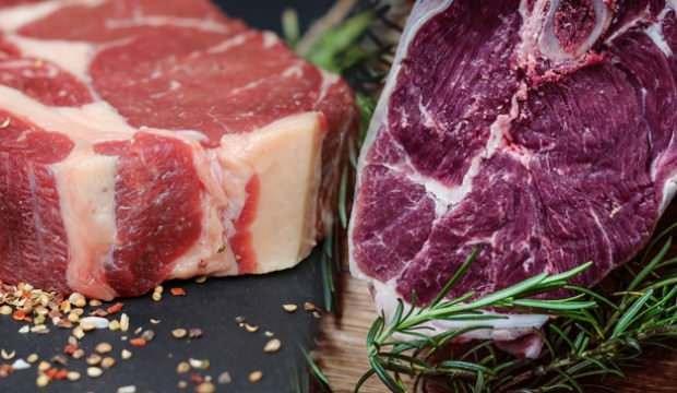 Eti pişirmeden önce sakın yıkamayın! Adeta tehlike saçıyor