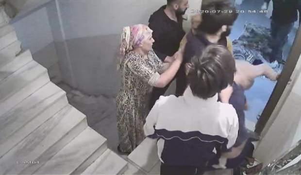 Evini büyütmesine izin vermediği komşusunun akrabaları tarafından evinde dövüldü