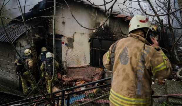 Eyüpsultan'da metruk gecekonduda yangın