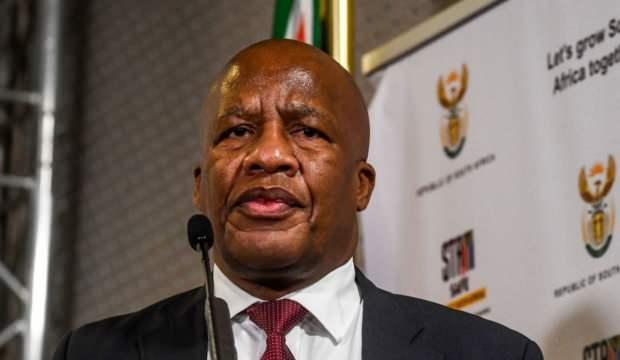 Güney Afrikalı Bakan Jackson Mthembu, Kovid-19'dan hayatını kaybetti