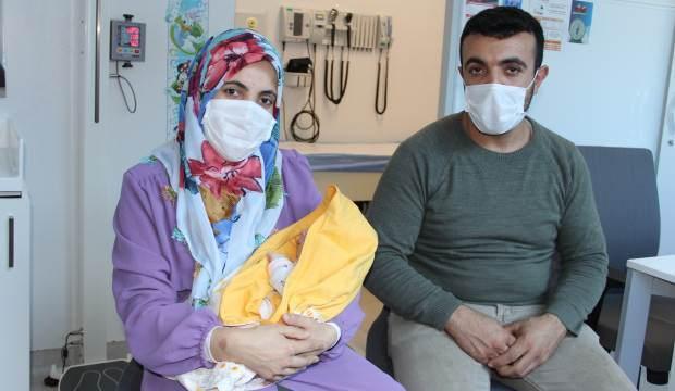 İç organları dışarıda doğan bebek 1 günlükken olduğu ameliyatla adeta yeniden doğdu!