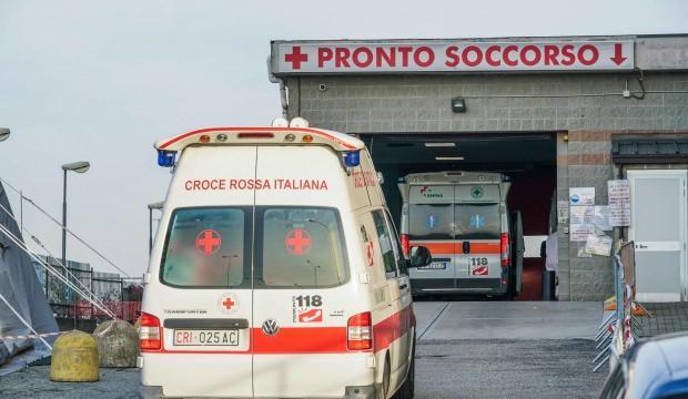 İtalya'da salgında bir günde 472 can kaydı daha!