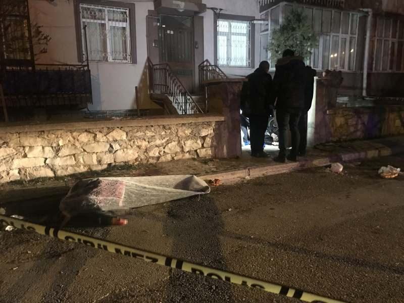 Karı koca evlerinin girişinde öldürüldü