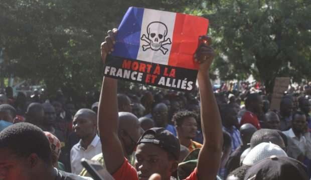 Mali halkı Fransa'yı protesto için sokağa çıktı