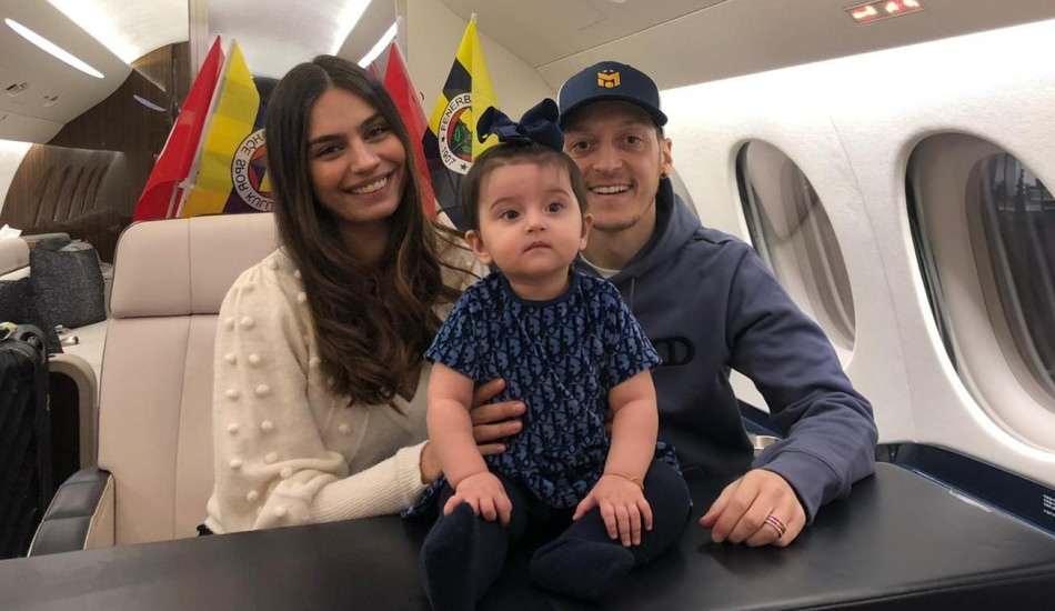 Mesut Özil ve Amine Gülşe yeni hayatları için hazır! Amine Gülşe: Vatanımıza döndük...