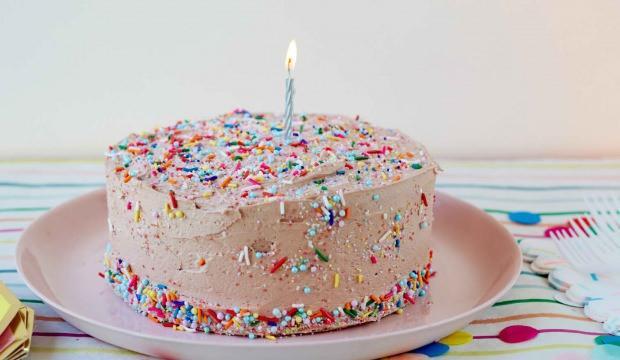 Rüyada yaş pasta görmek ne anlama gelir? Rüyada pasta yapmak hayırlı mıdır?