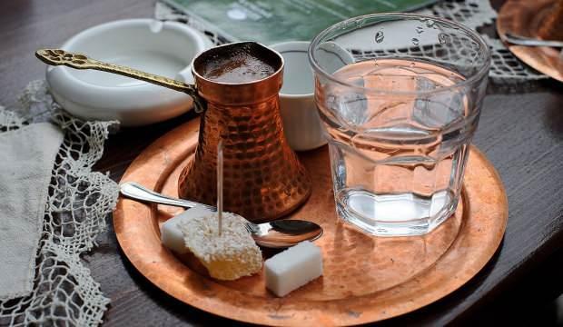 Sade Türk kahvesinin faydaları neledir? Bol köpüklü Türk kahvesi nasıl hazırlanır?