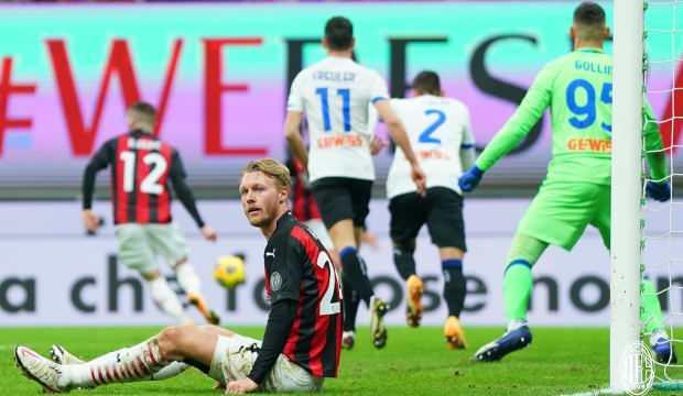 Serie A'da lider Milan yenildi, takipçisi Inter fırsat tepti