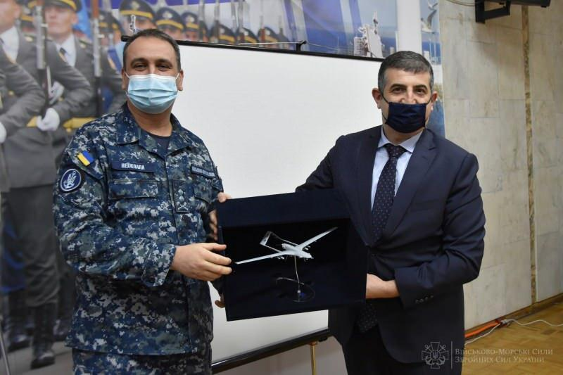 Ukrayna Deniz Kuvvetleri Komutanı Oleksiy Neizhpapa ve BAYKAR Genel Müdürü Haluk Bayraktar, Odessa'da görüşmüştü.