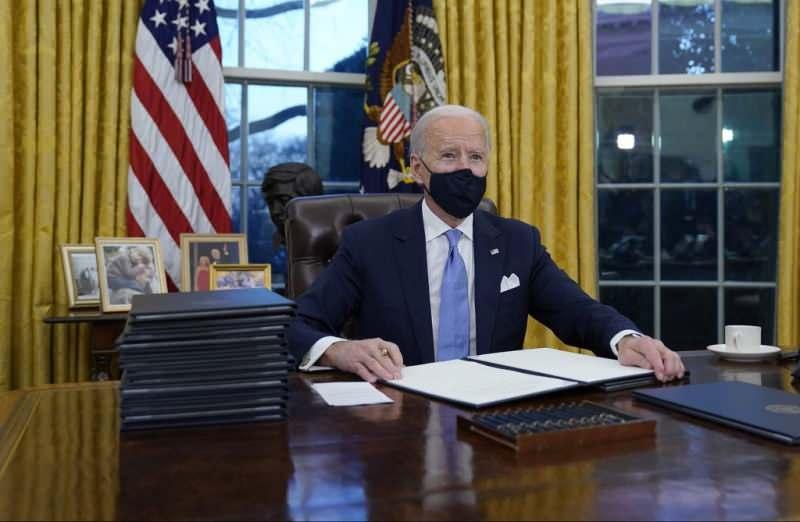 Joe Biden seyahat kısıtlaması kararnamesini imzaladı