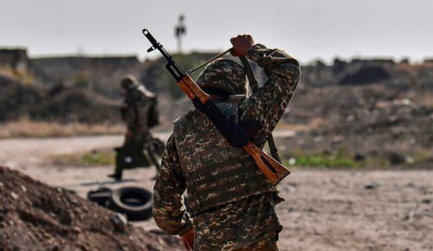 Azerbaycan Karabağ'da ölen 30 askerin cenazesini Ermenistan'a teslim etti