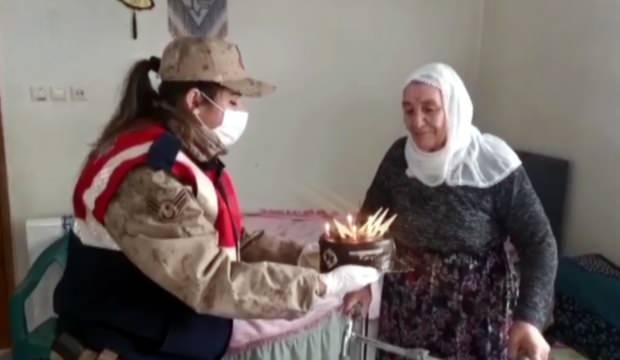 Jandarma, Emine ninenin doğum gününü kutladı