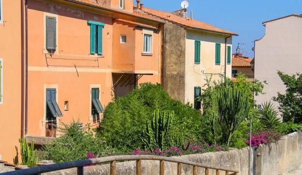 Kasabadaki 100 ev sadece 1 Euro'ya satışa çıkıyor