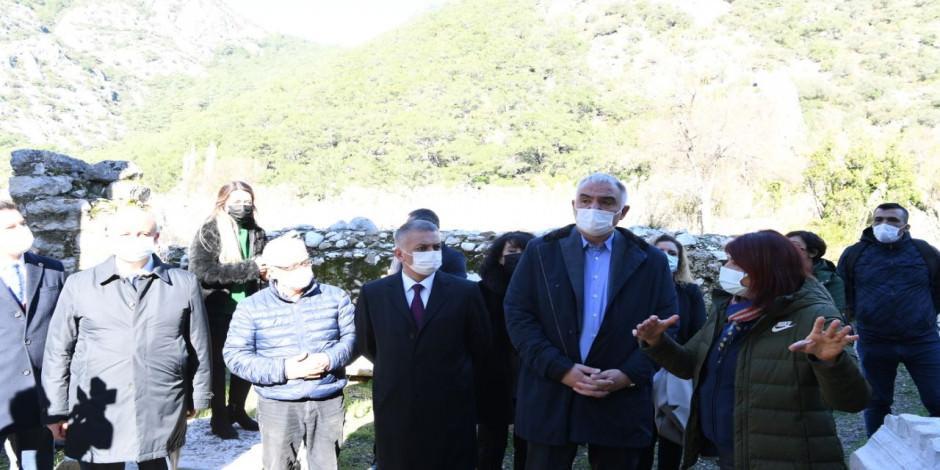 Kültür ve Turizm Bakanı Mehmet Nuri Ersoy, Olimpos'u ziyaret etti