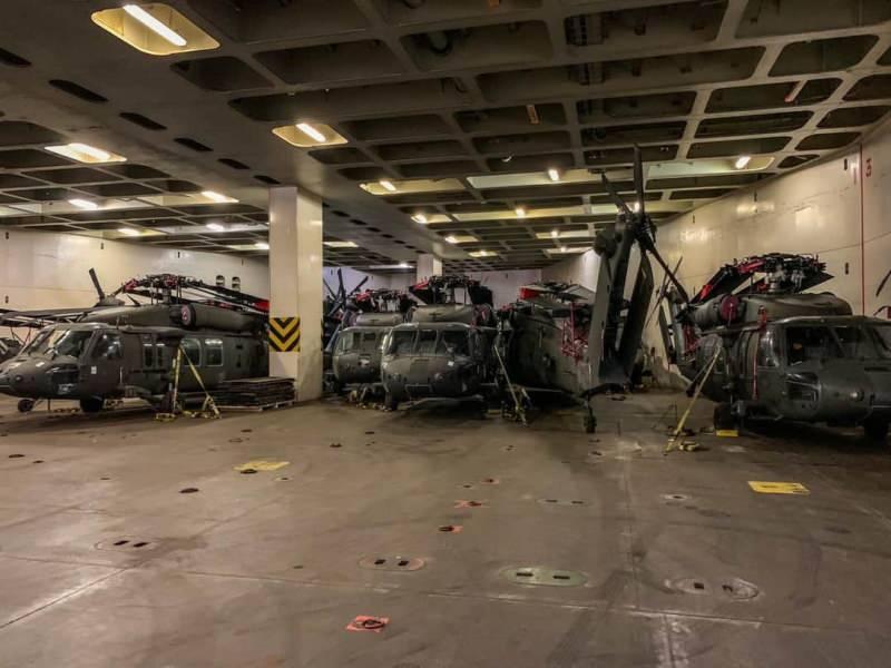 Helikopterler hangarda bekletilirken böyle görüntülendi.