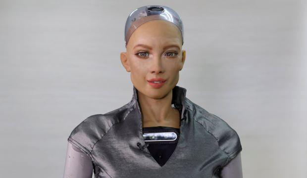 Robot Sophia pandemi nedeniyle seri üretime geçiyor