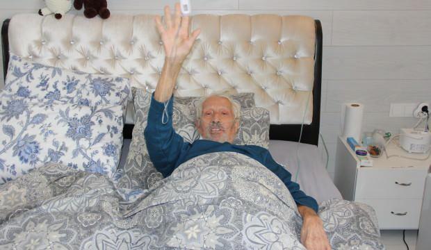 2 kez solunumu 1 kez kalbi durdu!  Adnan amca 89 yaşında koronayı yendi