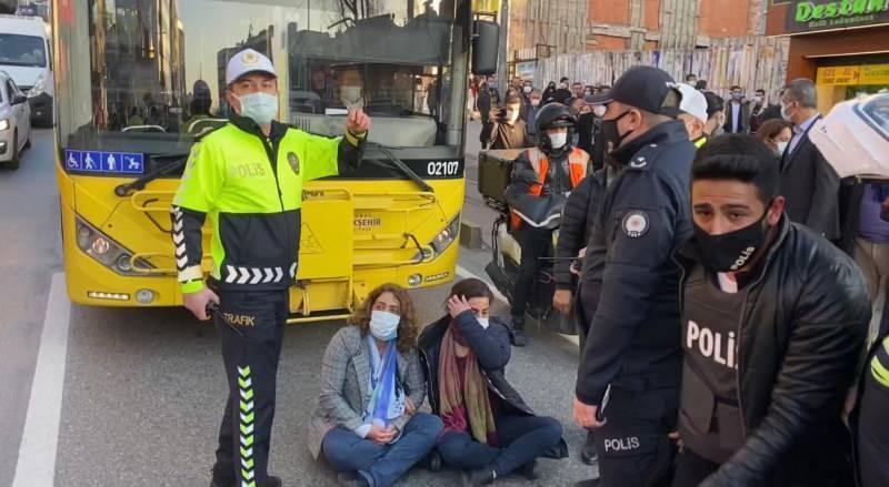 Kadıköy'de HDP milletvekilleri yol kapattı!