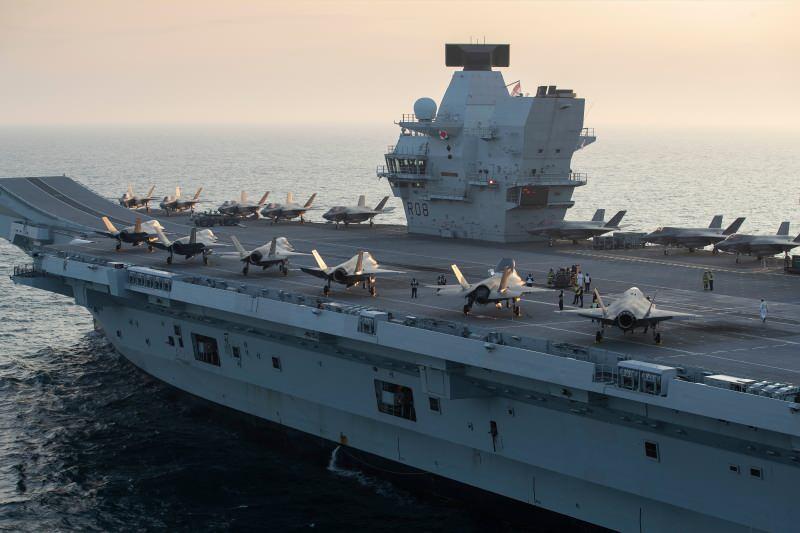 F35'lerin donanma yani B versiyonu, HMS Queen Elizabeth'e konuşlanmış durumda
