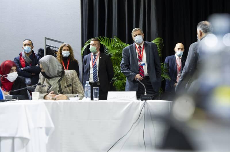 Birleşmiş Milletler (BM) öncülüğündeki Libya Siyasi Diyalog Forumu, 24 Aralık 2021'de yapılması planlanan seçimlere kadar geçici hükümeti belirlemek için İsviçre'de bir araya geldi.