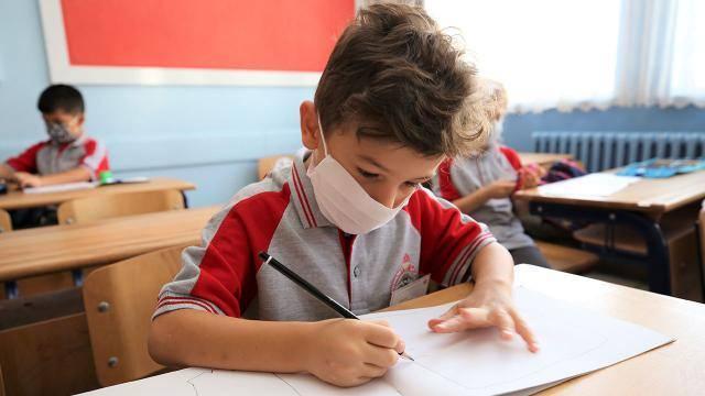 Kademeli yüz yüze eğitim 15 Şubat'ta başlıyor. Milli Eğitim Bakanlığınca, 15 Şubat'ta kademeli yüz yüze eğitimin başlayacağının duyurulmasının ardından Türkiye genelindeki köy okulları yüz yüze eğitime hazır hale getirildi.