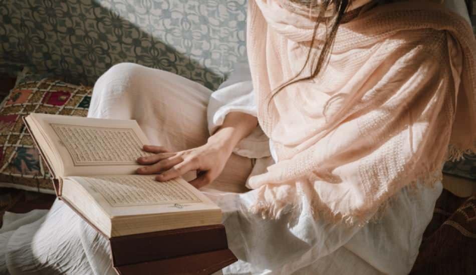 Kuran-ı Kerim başı açık okunur mu ya da dinlenir mi? Açık saçla dua okumak...